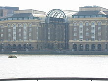 220px-Hays_galleria_southwark_london