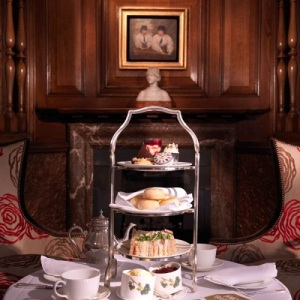 13-RFH-Browns-Hotel-Agatha-Christie-Tea-with-At-Betrams-Hotel-in-The-English-Tea-Room-Jan-10-A-Houston