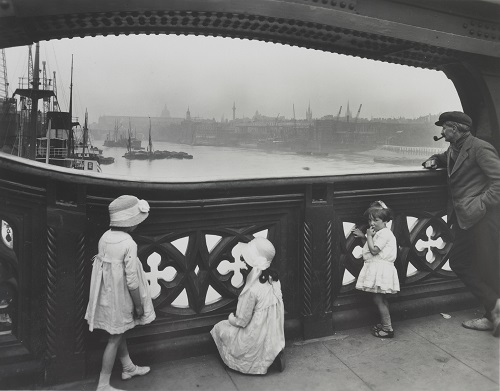 IN9548-Children and a man on Tower Bridge, looking towards Upper