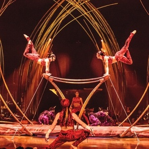 amaluna-act-uneven-bars