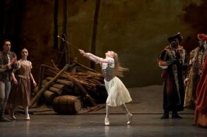 GISELLE, The Royal Ballet; Giselle; SARAH LAMB, Albrecht; STEVEM MCRAE, Queen of the Wilis ; CLAUDIA DEAN, Hilarion; BENNET GARTSIDE, Moyna; ELIZABETH HARROD, Zulme; AKANE TAKADA,