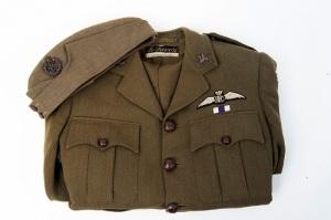 161115WhitWWIb137 British airman's tunic and cap