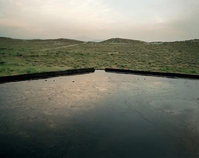 Chloe-Dewe-Mathews-Crude-oil-reservoir-Azerbaijan-2010-From-the-Series-Caspian-1024x819