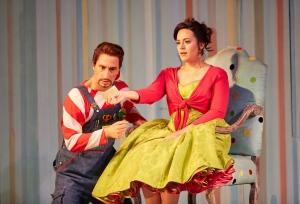 _31b3791-vito-priante-as-figaro-daniela-mack-as-rosina-il-barbiere-di-siviglia-roh-photo-mark-douet
